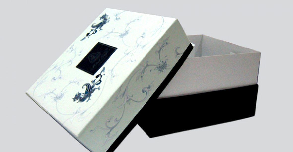 Giải mã sức hút của hộp quà tặng bìa cứng
